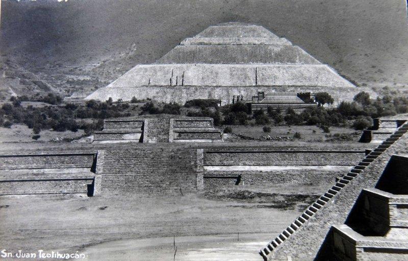 Ruinas Arqueologicas de Teotihuacan Edo. de Mexico Hacia 1930-1950