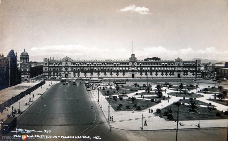 EL PALACIO NACIONALY LA PLAZA DE LA CONSTITUCION Circa 1930-1950