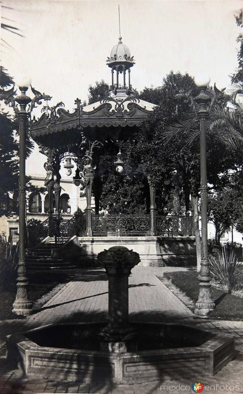 Kiosco de la Plaza de Armas (circa 1930-1950)