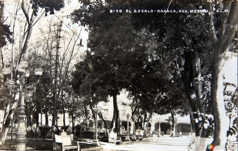 EL ZOCALO Y LA ALAMEDA Circa 1930- 1950