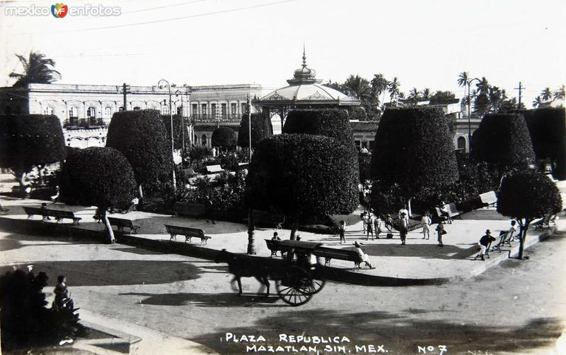 PLAZA DE LA REPUBLICA
