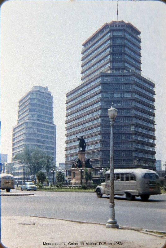 Monumento a Colon en Mexico D F en Septiembre de 1953