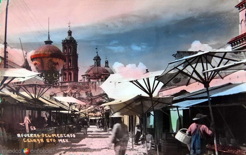 AFUERAS DE EL MERCADO circa 1930-1950