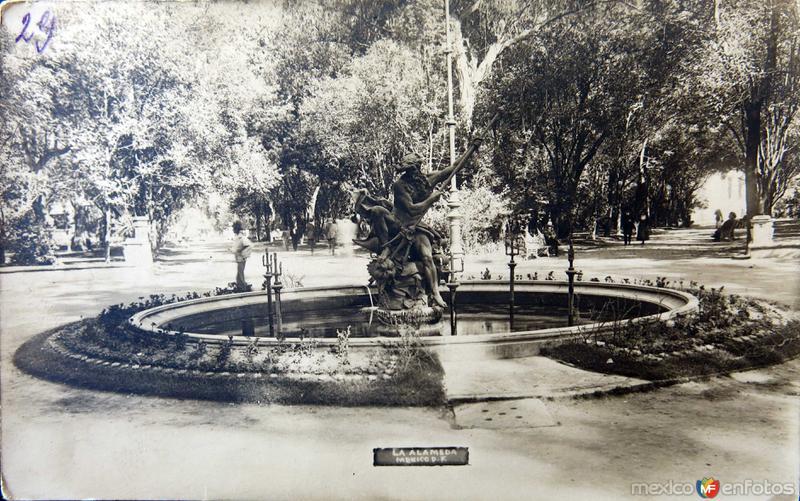 FUENTE EN LA ALAMEDA Circa 1900-1920