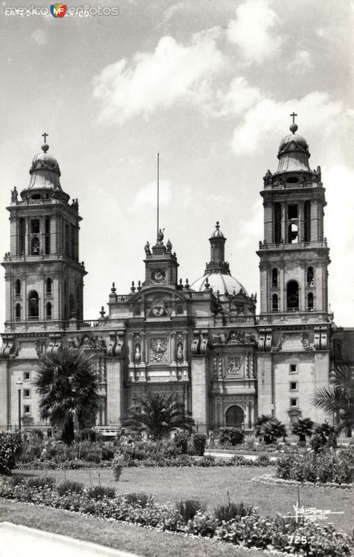Catedral Metropolitana, desde el Zócalo