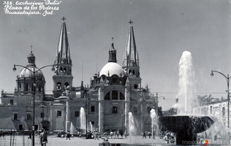Plaza de los Poderes y Catedral de Guadalajara