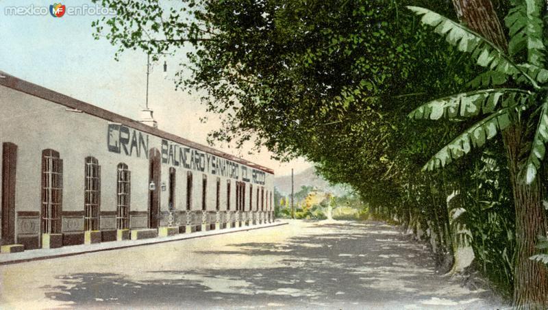Fachada del balneario de El Riego