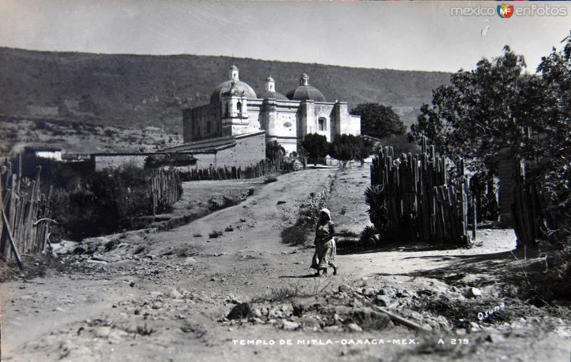EL TEMPLO DE MITLA Circa 1930-1950