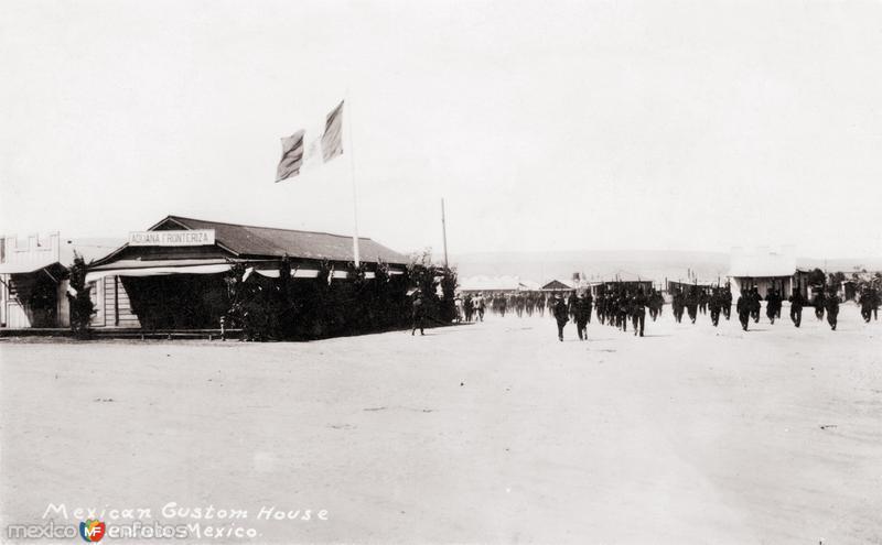 Soldados y Aduana Mexicana