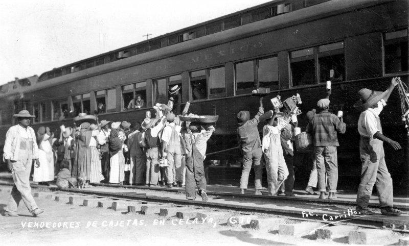Vendedores de cajeta en la estación del ferrocarril
