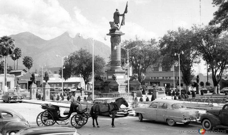 Monumento a Juárez y Plaza 5 de Mayo