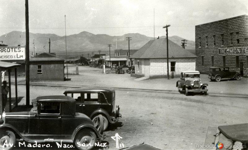 Avenida Madero y cruce internacional hacia Naco, Arizona