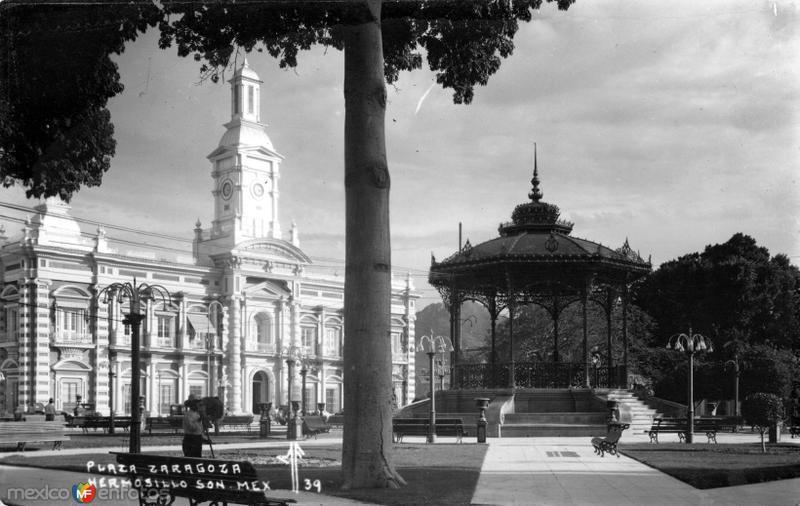 Plaza Zaragoza y Palacio de Gobierno