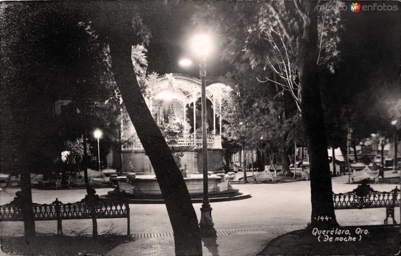 Plaza principal de Noche en Queretaro