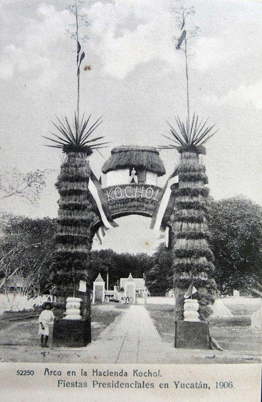 Arco de la Hacienda Kochol en las Fiestas presidenciales Merida Yucatan