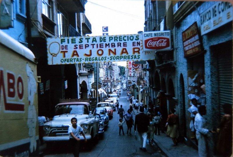 Escena callejera Tienda Tajonar y Cafe Negrito posiblemente en Cuernavaca Morelos en 1963