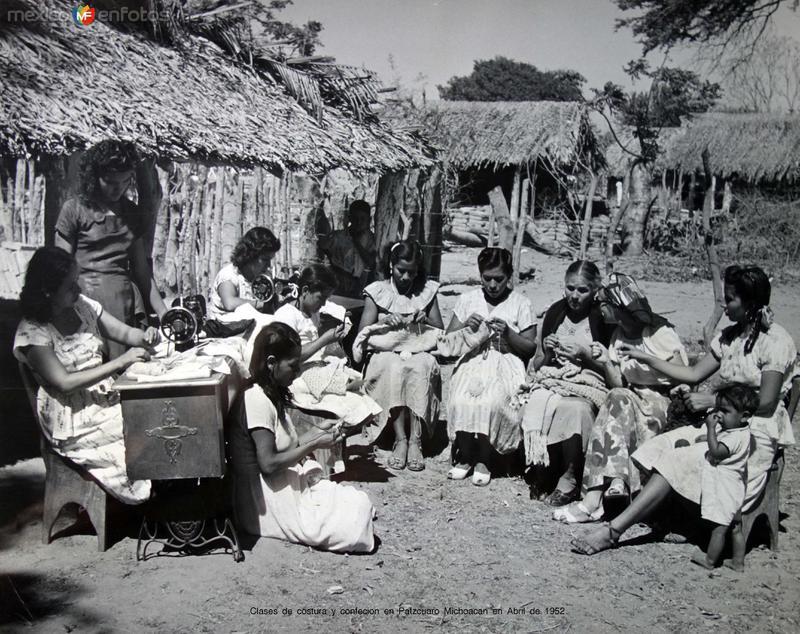 Clases de costura y confecion en Patzcuaro Michoacan en Abril de 1952
