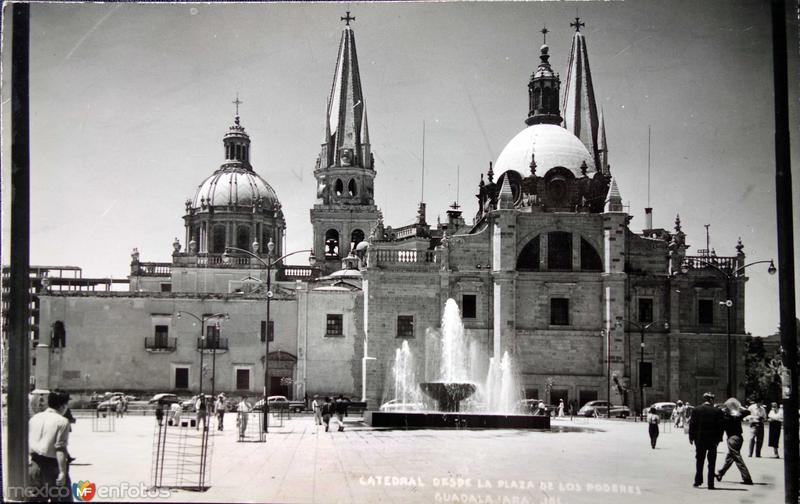 La Catedral desde La Plaza de los Poderes Entre