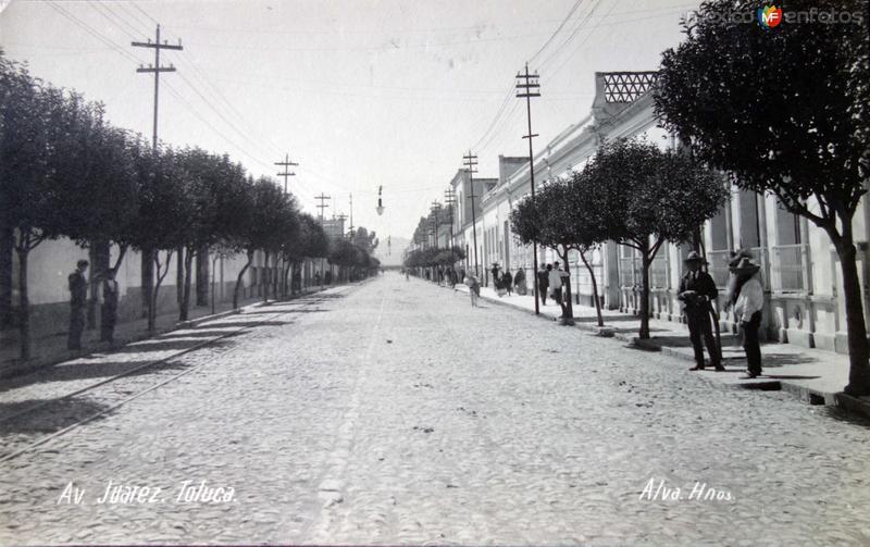 Avenida Juarez Entre