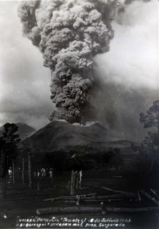 Volcan Paricuti Tomada el dia 16 de Julio de 1943