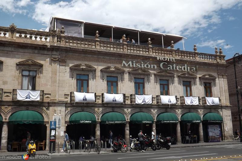 Los portales y el hotel Misión Catedral. Marzo/2016