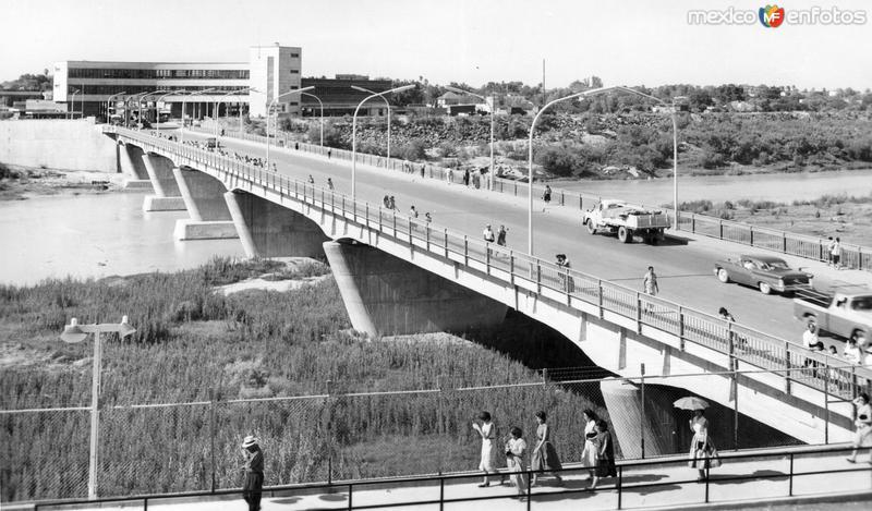 Puente Internacional y Río Bravo, vista desde Laredo, Texas