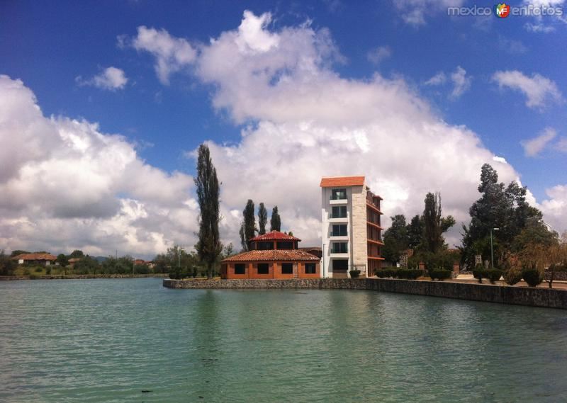 Laguna Chignahuapan. Hotel Camelia