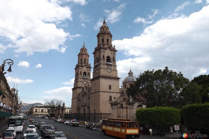 Catedral de Morelia y Av. Francisco I. Madero. Marzo/2016