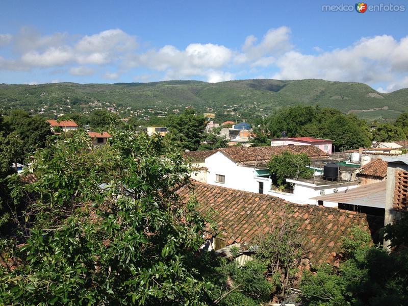 Vista del centro de Huitzuco con sus techos de teja de dos aguas. Julio/2016