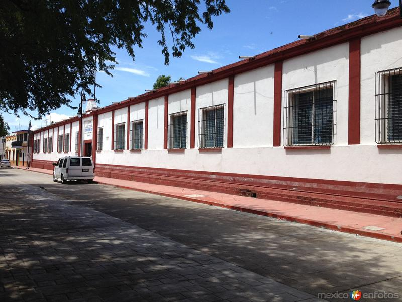 Arquitectura de la Esc. Primaria Federal Leona Vicario. Julio/2016