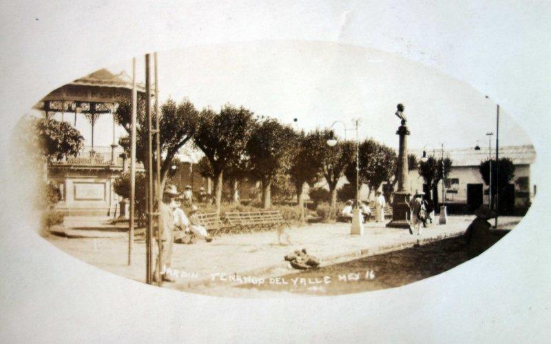 Plaza Kiosko y Jardin