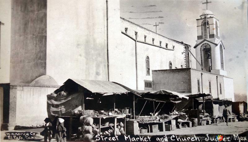 Mercado Callejero e Iglesia ( Fechada en Noviembre de 1914 )