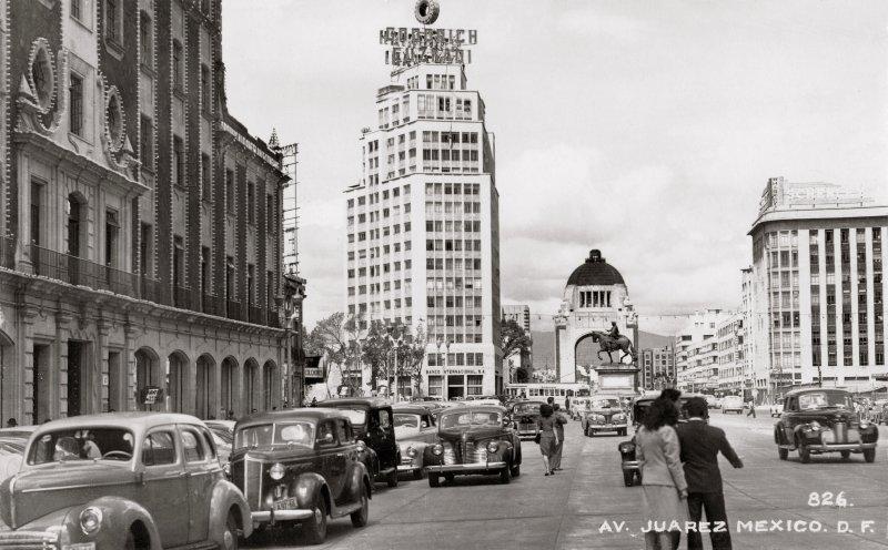 Avenida Juárez: Edificio Corcuera, El Caballito y Monumento a la Revolución (circa 1946)