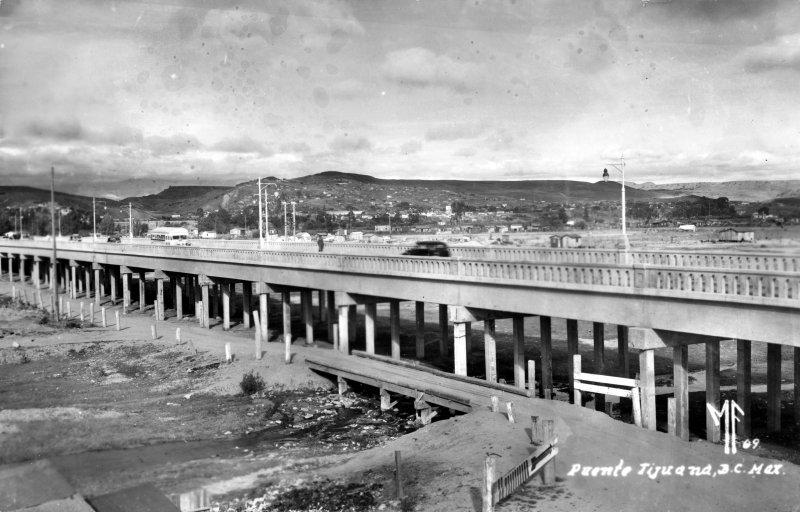 Puente sobre el Río Tijuana