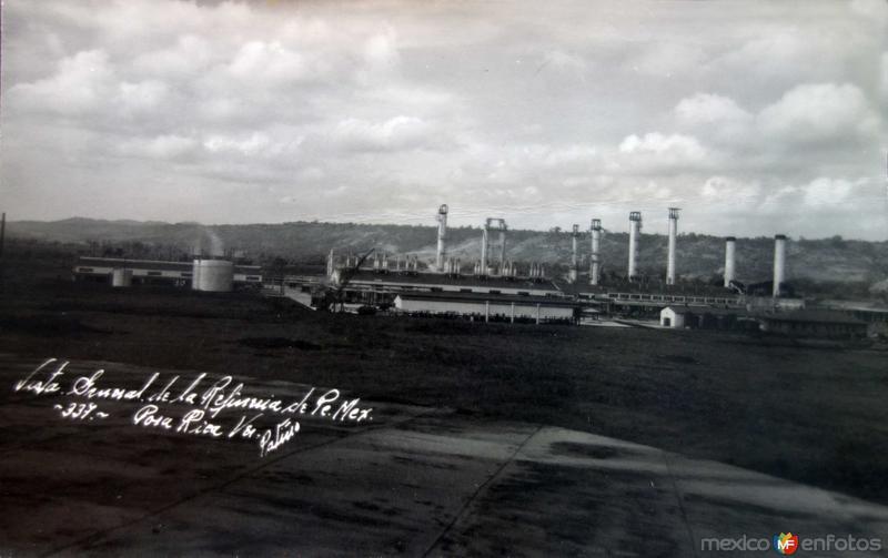 Vista general de La Refineria de Pemex.