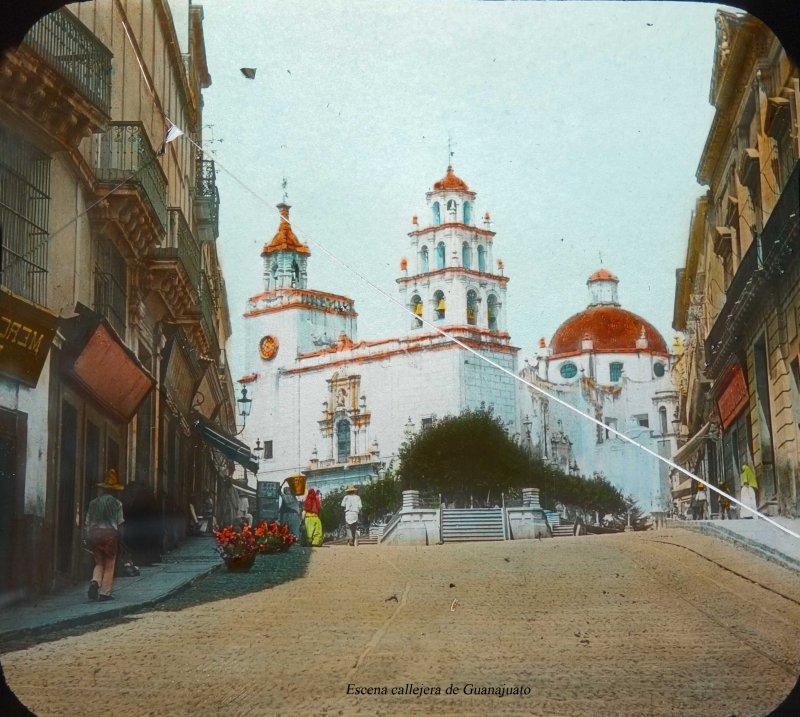 La Iglesia de La Paz y Escena callejera de Guanajuato.