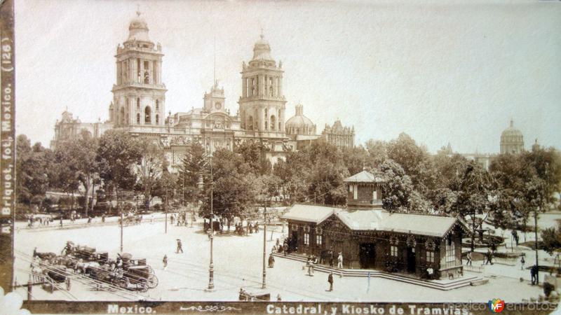 Catedral y Kiosko de Tranvias ( Fechada el dia 10 de Diciembre de 1903).