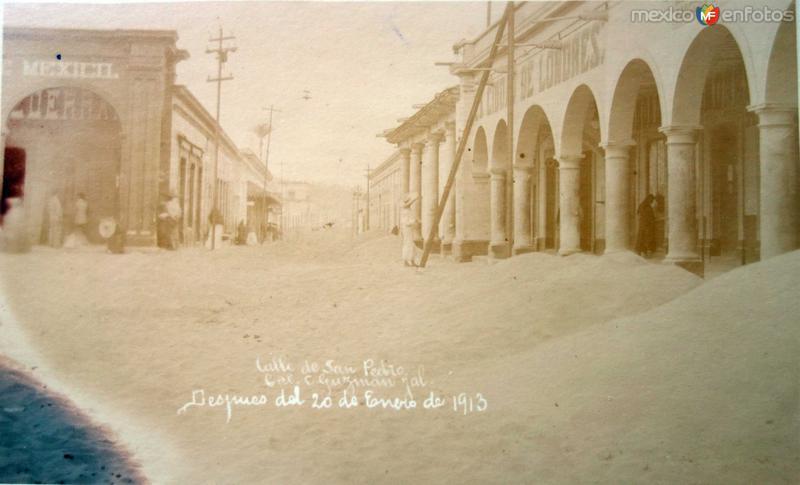 Calle de San Pedro despues de la Erupcion de el Volcan de Colima el 20 de Enero de 1913