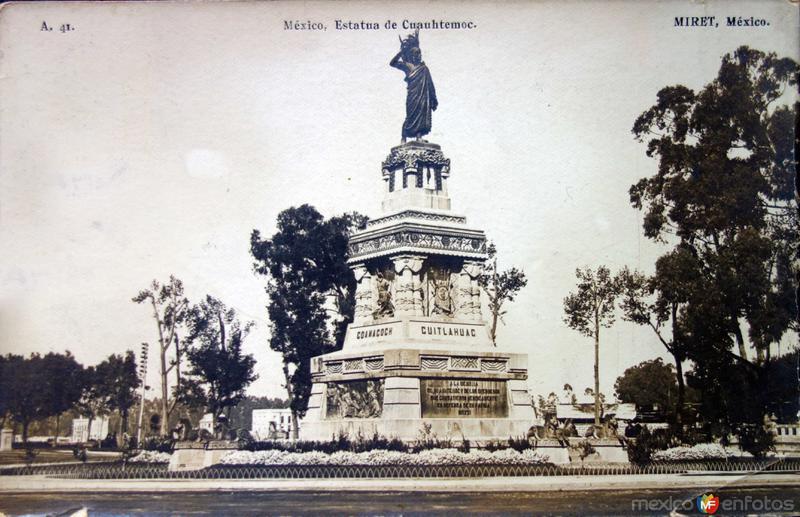 Estatua de Cuahutemoc.