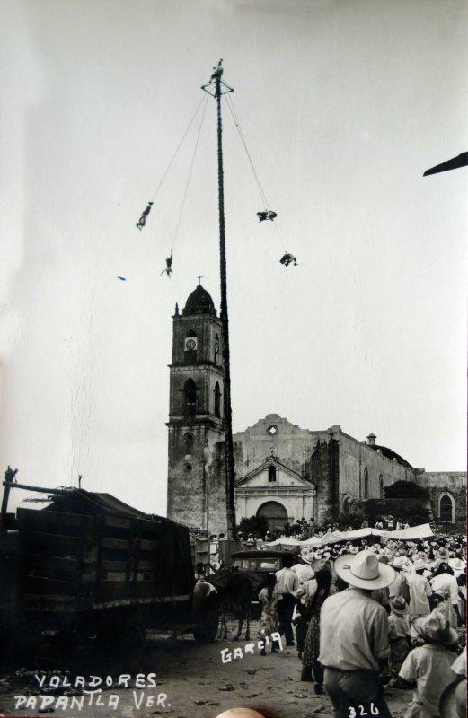 Tipos Mexicanos festival los Voladores de Papantla Veracruz.