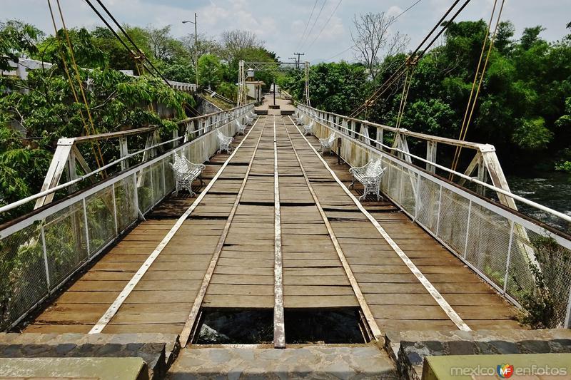 Puente sobre el río Comoapan