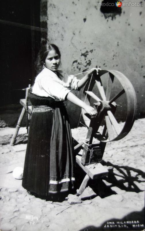 Tipos Mexicanos Una hiladora .
