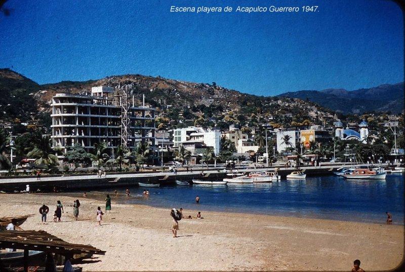 Escena playera de Acapulco Guerrero (c. 1953).