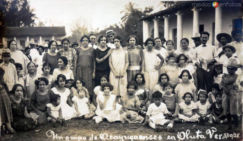Un grupo de Acayuquenses en Oluta fechada el 5 de Octubre de 1926.