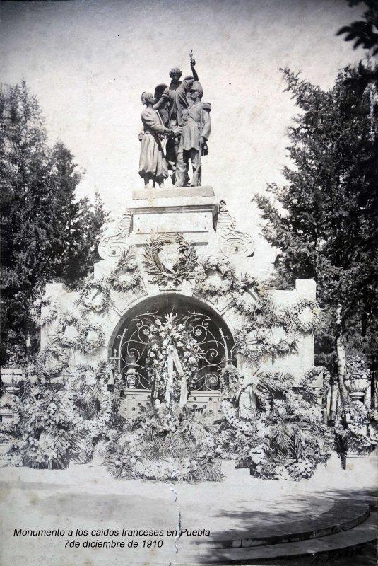 Monumento a los caidos franceses en Puebla 7 de diciembre de 1910.