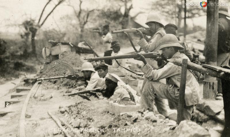 Soldados federales en una trinchera (1914)