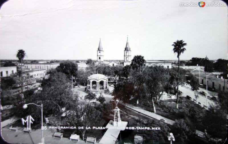 La Plaza y Catedral.