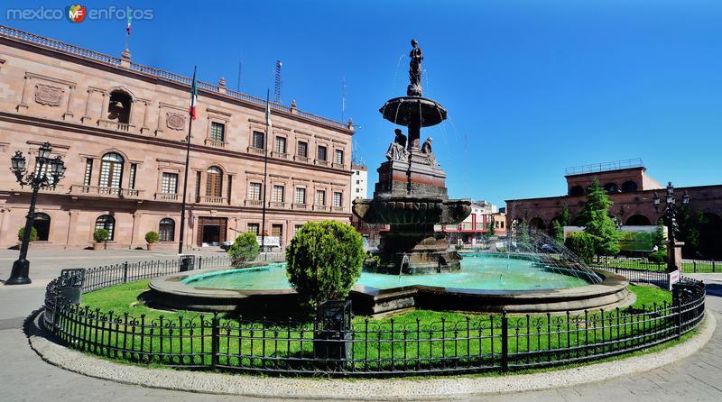 Fuente en la Plaza de Armas