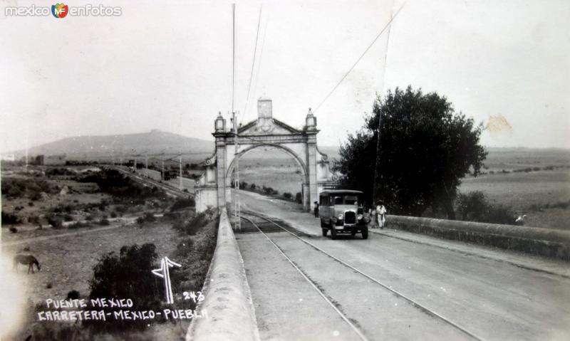 Carretera entre Puebla y Mexico.