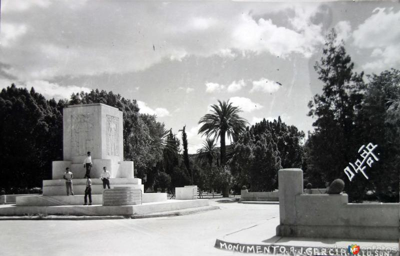 Monumento a J Garcia.